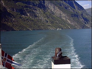 Erratic navigation on the Geirangerfjord